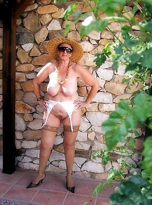 older lady pussy posing nude