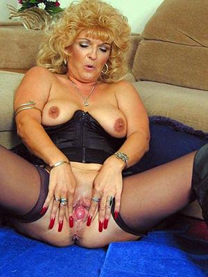 naked older ladies amateur pics