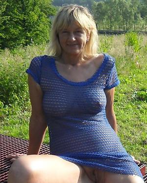 nude granny upskirt photos