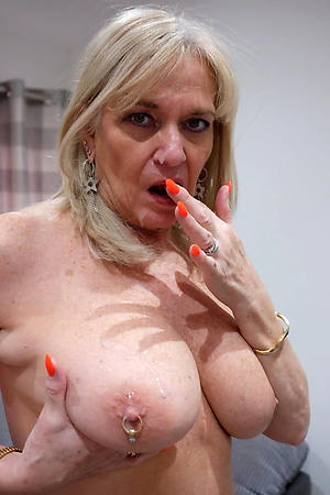 sexy beautiful granny pussy porn pic
