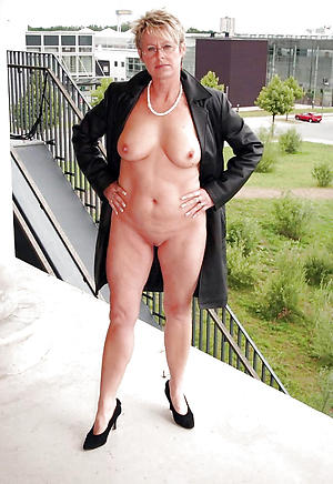 unerring older women in heels nude pics