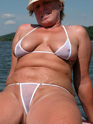 mature vest-pocket bikini posing nude