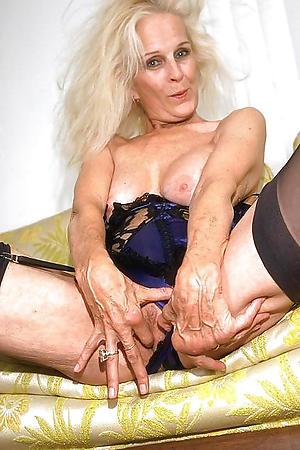 piping hot older woman masturbates