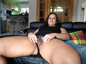 unsound older brunette milf nude pics