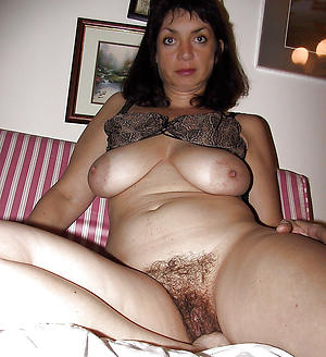 sex galleries of older brunette milf
