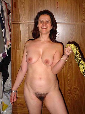 horny brunette granny nude pics