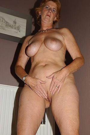 idiotic older girlfriend nude pics