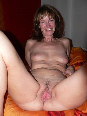 old naked moms amateur pics