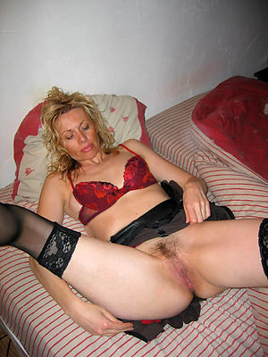 elderly mature granny pussy at a distance pics