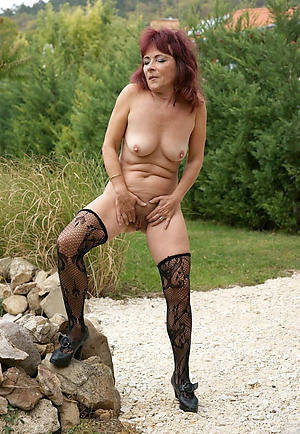 cross mature granny pussy pictures