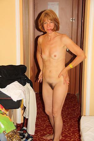 amateur mature small boobs porn pics