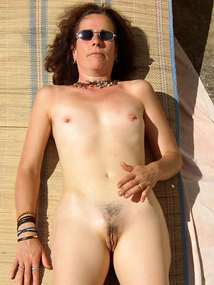 amateur mature small tits posing nude