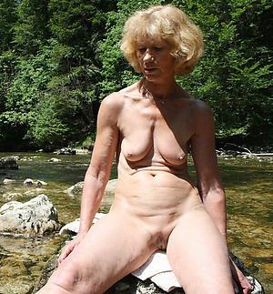 Granny nackt outdoor