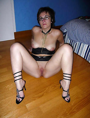 porn pics of ancient brunette pussy