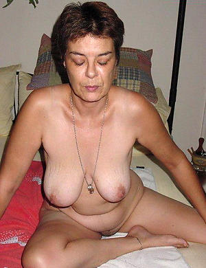xxx pictures of aged brunette pussy