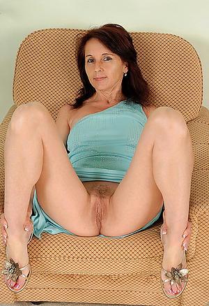nasty nude old body of men legs pic