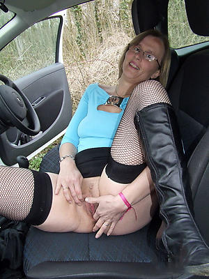 free pics of mature granny with glasses