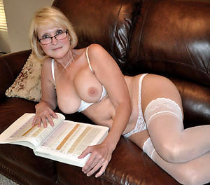 xxx granny in stockings porn pictuers