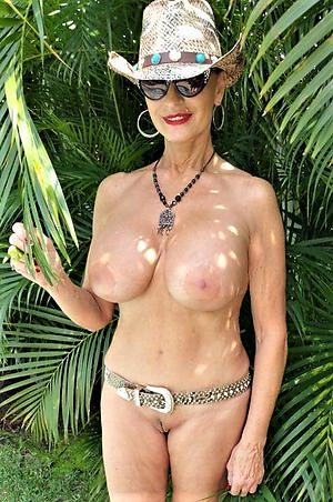 lay bare pics of sexy shaved granny pussy
