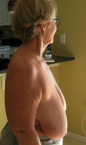 amateur saggy granny tits private pics
