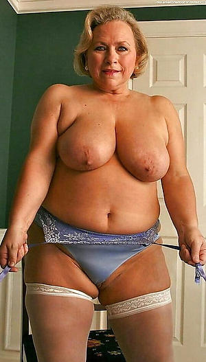 lay bare older moms freash pussy