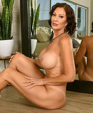 beautiful granny pussy posing nude