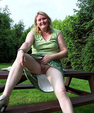 sexy granny naked outdoors amateur pics