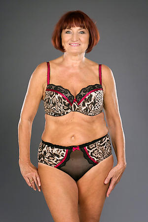 horny sexy granny in unmentionables stripping