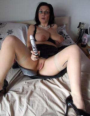 beautiful granny murk posing nude