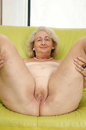 pretty good granny pussy posing nude
