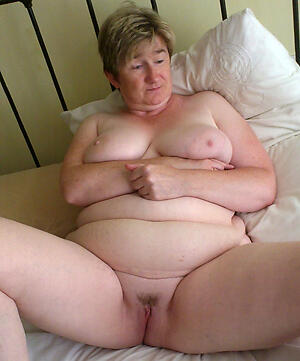 sexy bbw grannies be in love with posing nude