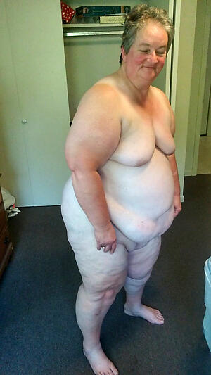 granny bbw ass posing nude