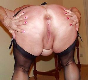 sweet granny ass hallow posing nude