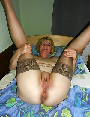morose old vulva posing nude
