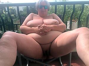 older bbw pussy posing nude