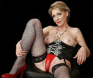 beautiful nude granny posing nude