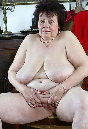 hot elder statesman bbw posing nude