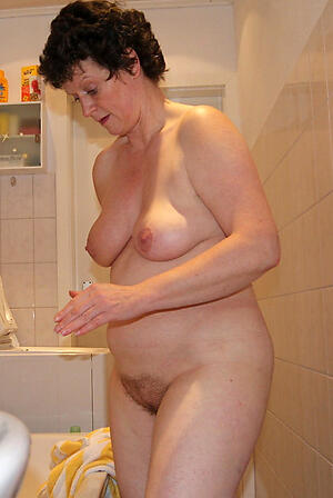 free pics of older wife nude