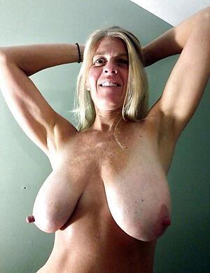 hot doyen bosom posing nude