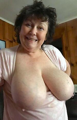 granny busty posing nude
