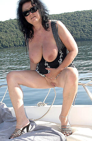 sexy older brunette freash pussy
