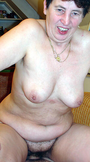 cougar granny reverence posing nude