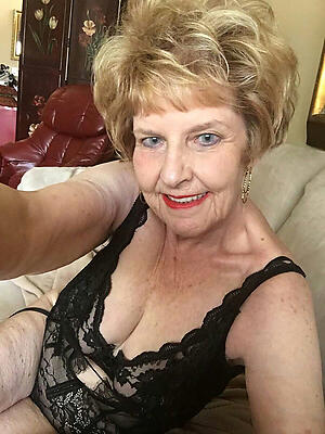 sexy tow-haired granny posing stark naked