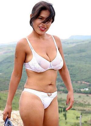 experienced latina pussy posing nude