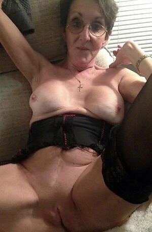hot doyenne wed pussy stripping