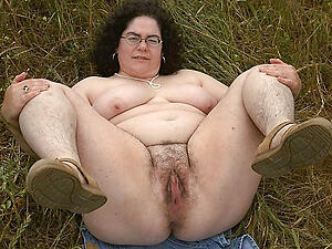 amateur chunky granny pussy posing nude