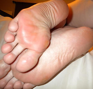 granny toes charm posing nude