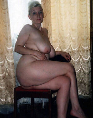 hot older lady love posing scanty