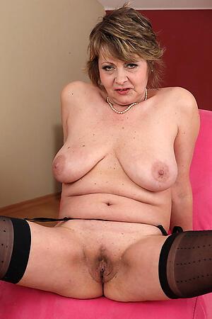 older pussies posing nude