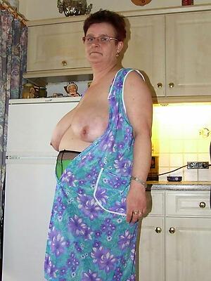older nude housewives love posing nude